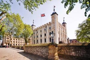 Best Of London Tour Including Tower Of London, Changing Of Guard, With A Cream Tea Or London Eye Packages